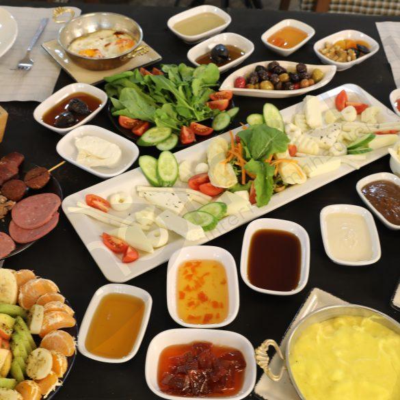 Black Plate Serpme Kahvaltı